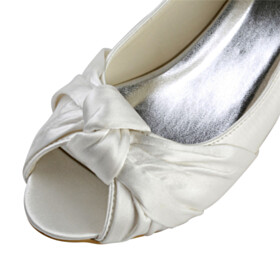 2020 4 cm Low Heel Comfort Bridals Wedding Shoes Kitten Heel Slip On Bowknot Peep Toe Pumps